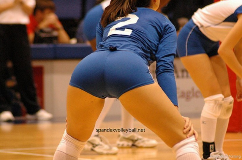 volleyball tight shorts 18 815x541 Girls playing volleyball in tight shorts