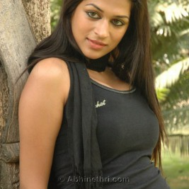 indian girl tight shirt 25 267x267 Hot Indian girls in tight shirts