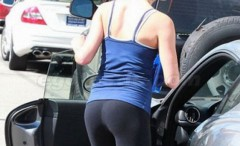 tight-asses-in-yoga-pants