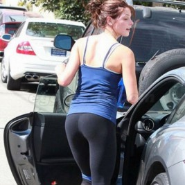 tight ass yoga pants 05 267x267 Tight asses in yoga pants