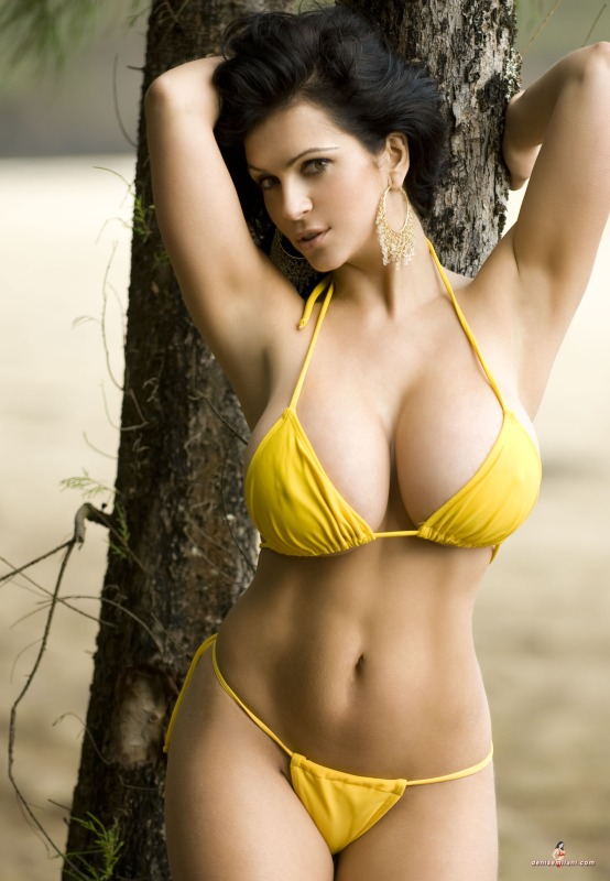 Hot Girls In Tight Bikinis