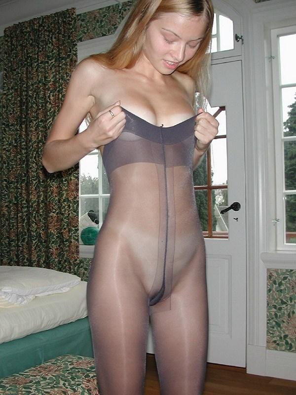 фото женщин в колготках голые