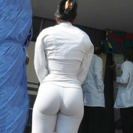 tight white pants 18 260x260 Goddesses in tight white pants