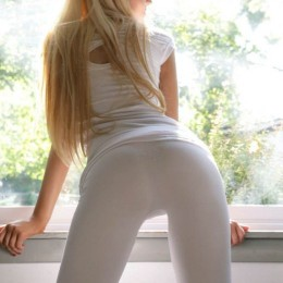 tight white pants 36 260x260 Goddesses in tight white pants