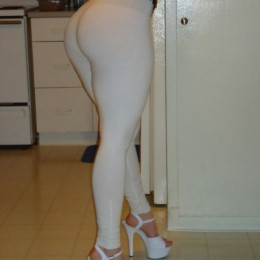 tight white pants 38 260x260 Goddesses in tight white pants