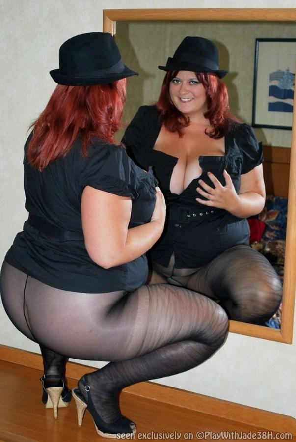 Mature secretary big ass and tight skirt