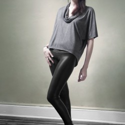 girls-dressed-in-shiny-leggings