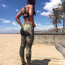 hotties-in-leggings