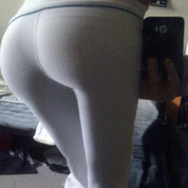 tight white pants 11 267x267 Chicks wearing tight white pants