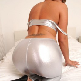 tight white pants 13 267x267 Chicks wearing tight white pants