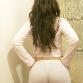 tight white pants 18 267x267 Chicks wearing tight white pants