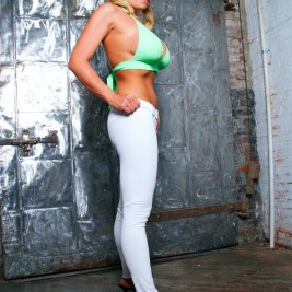 tight white pants 20 267x267 Chicks wearing tight white pants