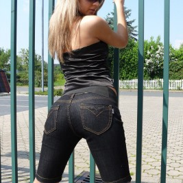 tight jeans pants girls 20 267x267 Hotties wearing tight jeans pants