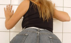 tight_jeans_pants_girls-24-240x146 Hotties wearing tight jeans pants