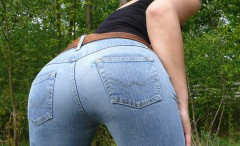 hotties-wearing-tight-jeans-pants