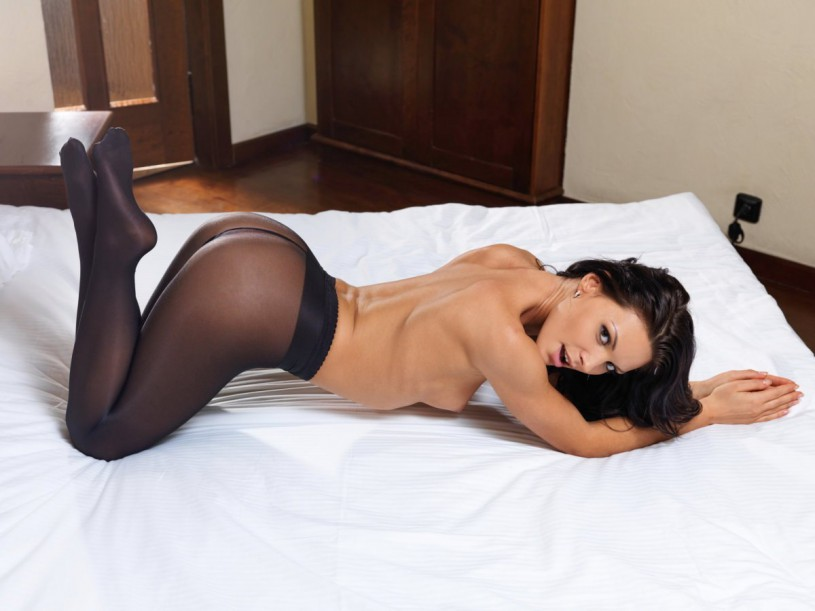 tight_black_nylons-03