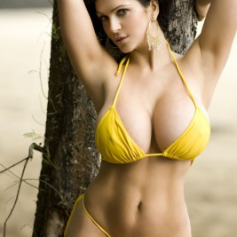 tight bikini 15 267x267 Hot girls in tight bikinis