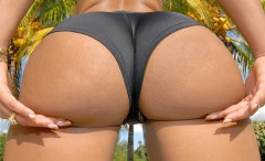 hot-girls-in-tight-bikinis
