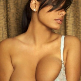 tight bra overflowing tits 03 267x267 Tight bras overflowing with big tits
