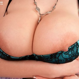 tight bra overflowing tits 15 267x267 Tight bras overflowing with big tits
