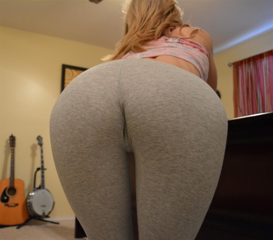 tight ass in sweatpants