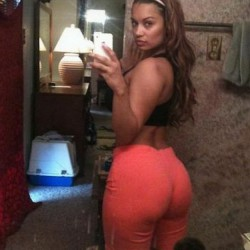 sexy-yoga-pants-wearer