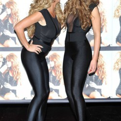 hot-ladies-wearing-shiny-spandex-pants