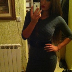 another-amateur-pics-of-girls-in-tight-dresses