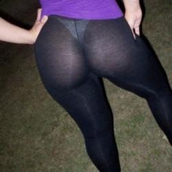more-hotties-wearing-yoga-pants