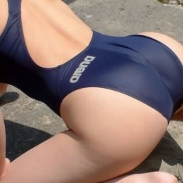 Zoom at very sexy ass covered by tight swim suit