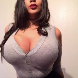 busty-girls-in-tight-clothes
