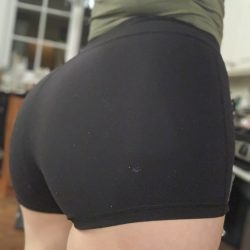 girls-wearing-tight-shorts