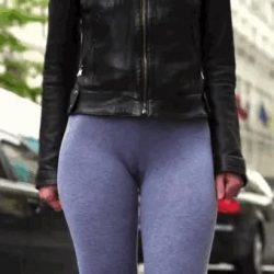 cameltoe-in-tight-yoga-pants
