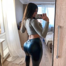 girls-in-yoga-pants