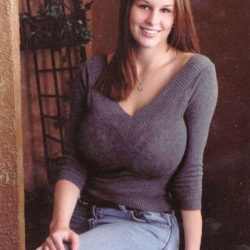 girls-dressed-in-tight-sweaters--more-pics
