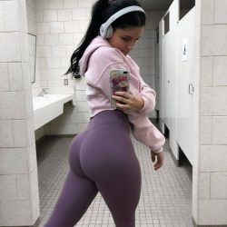 hot-butts-in-tight-yogapants